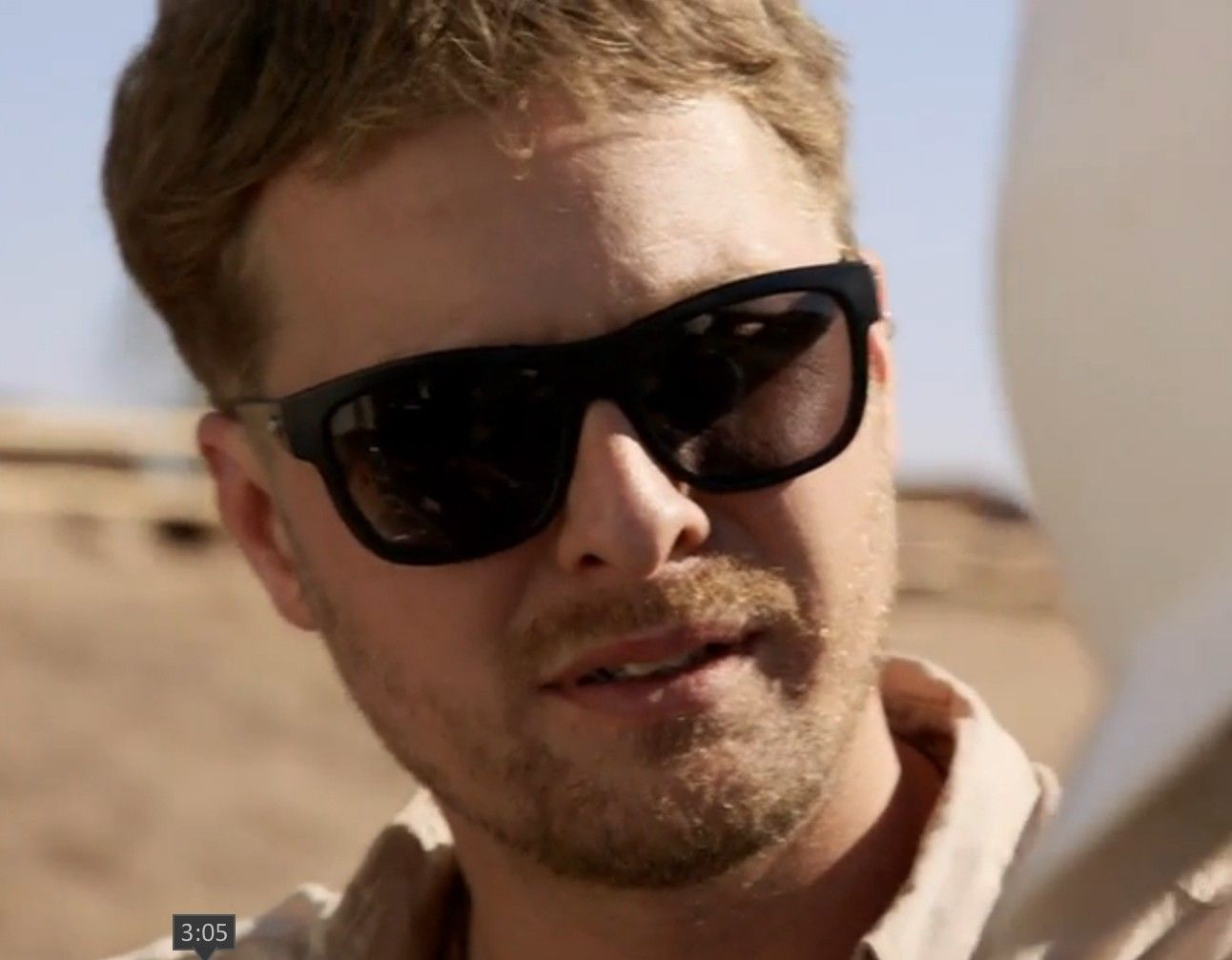 Does anyone know which sunglasses these are? - sunn.jpg