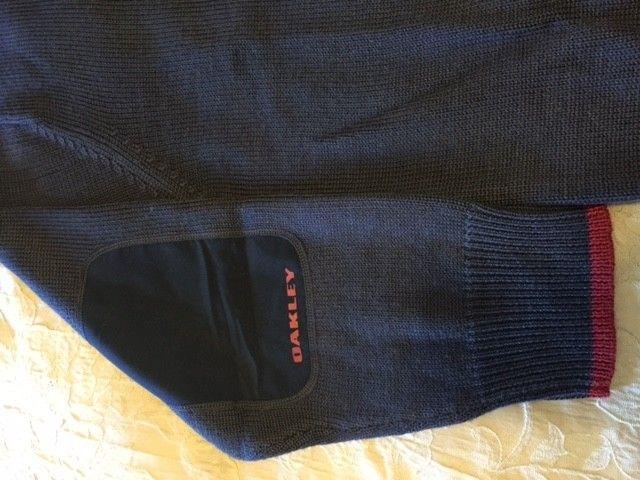 Oakley Snow/Ski Sweaters Size: XXL (3) different ones. - Sweater2.JPG