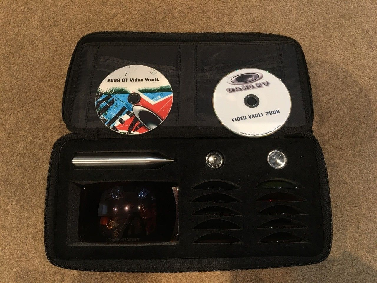 re: Oakley Chrome Frogskins (allegedly from HQ) & Oakley Training Kit - Training Kit - 4.jpg