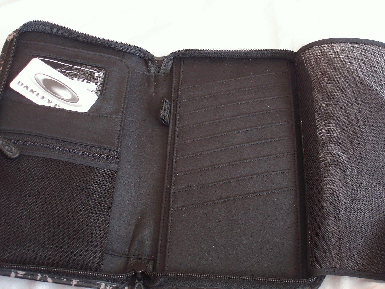 Flight Deck 3.0 Travel Wallet 95040-001 Black Camo - travel wallet 4.JPG