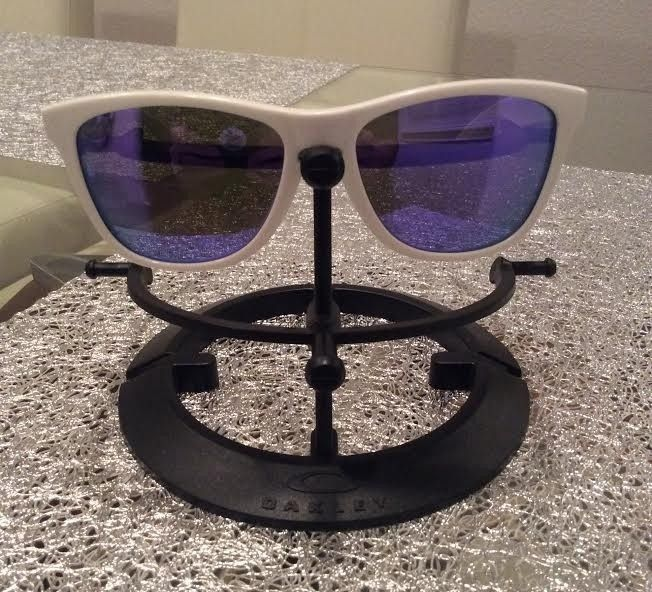 "Oakley Trevor Andrews ""Trouble"" Glow in the Dark Frogskins Violet Iridium - trevor1.jpg"
