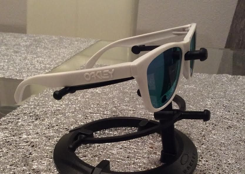 "Oakley Trevor Andrews ""Trouble"" Glow in the Dark Frogskins Violet Iridium - trevor3.jpg"