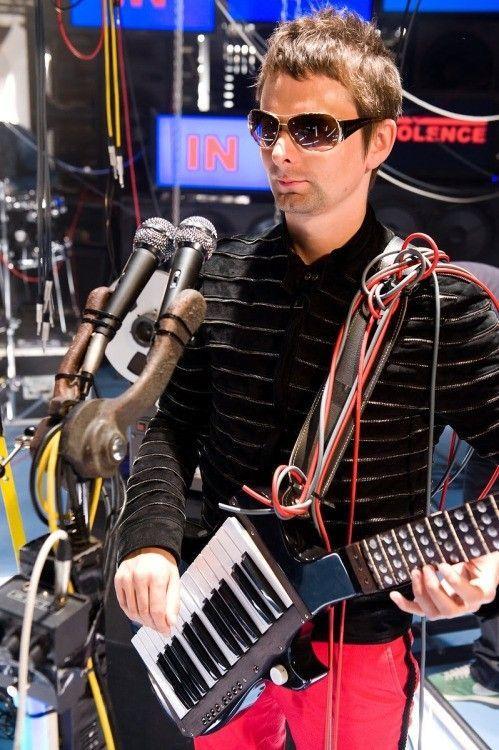 Sunglasses similar to Matt Bellamys? - tumblr_m8tphpeHLX1rd4692o1_500.jpg