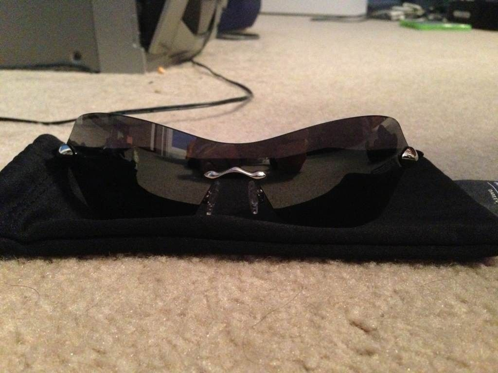 Tell me more about these Oakley's - u4erepa8.jpg