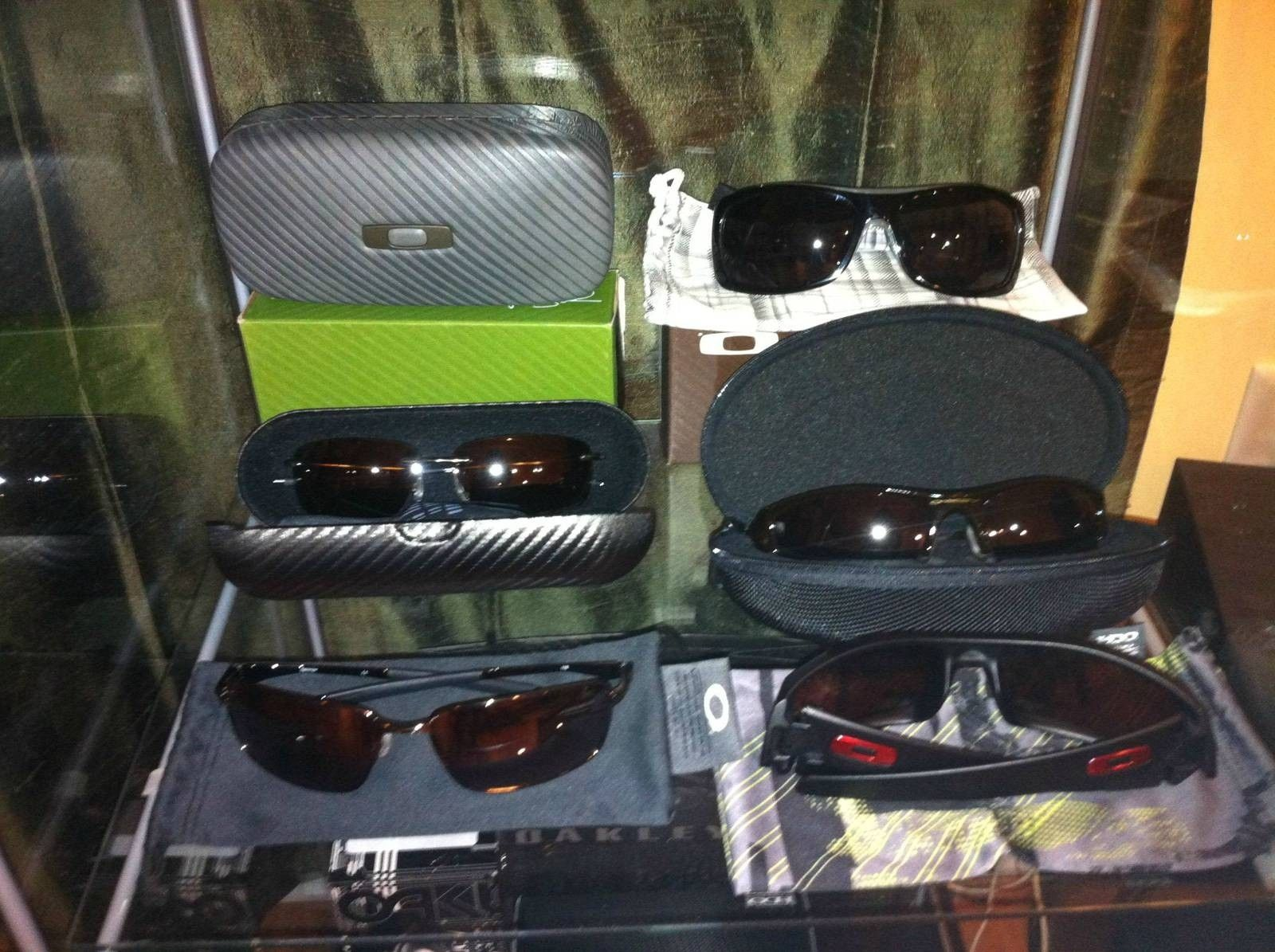 Oakley Collection - UE76c.jpg