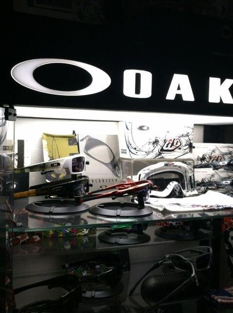 Oakley Display Cases #2 And #3 - ugyny8eq.jpg