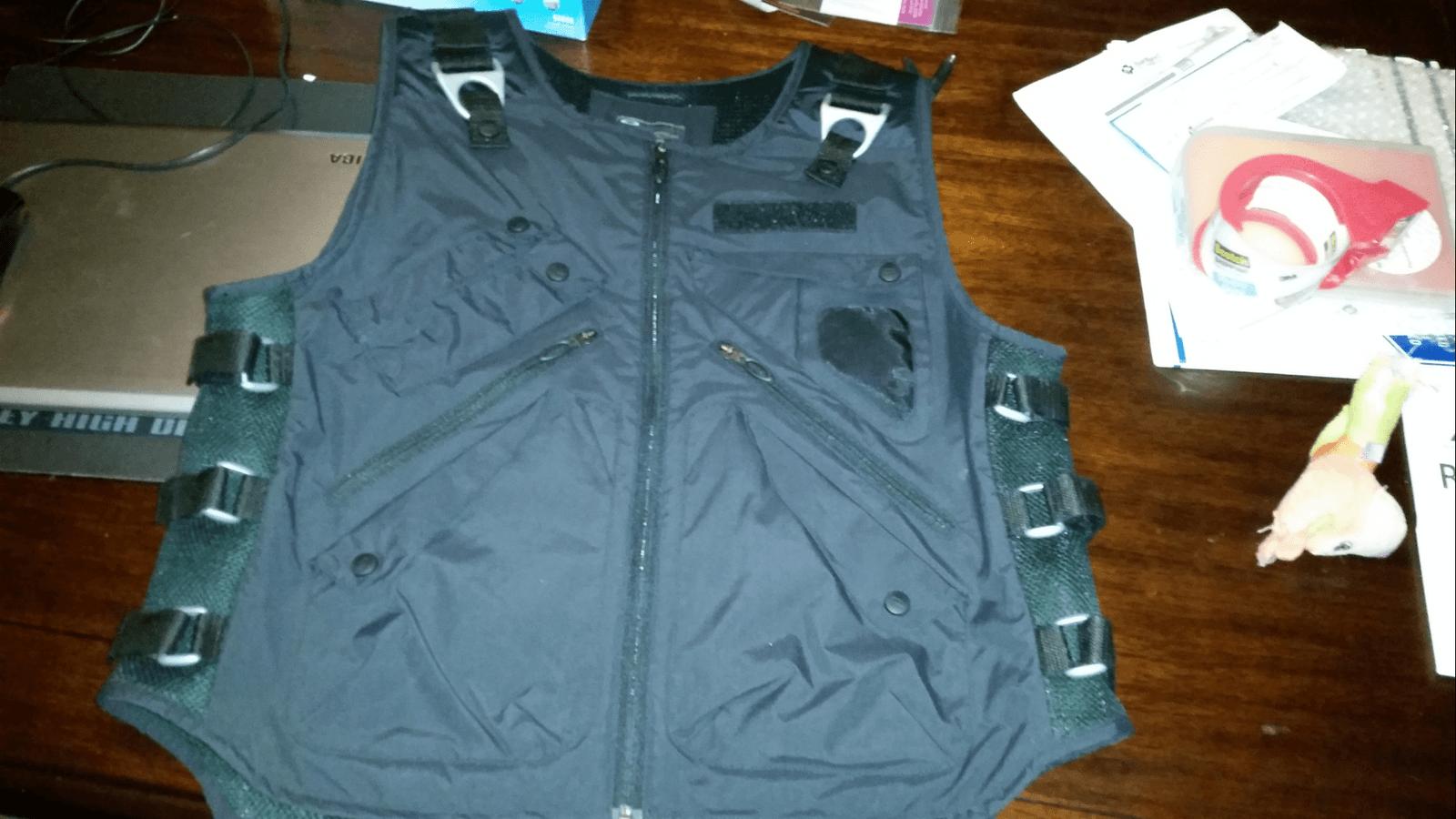 Oakley Ap vest XL - uploadfromtaptalk1429908055704.png