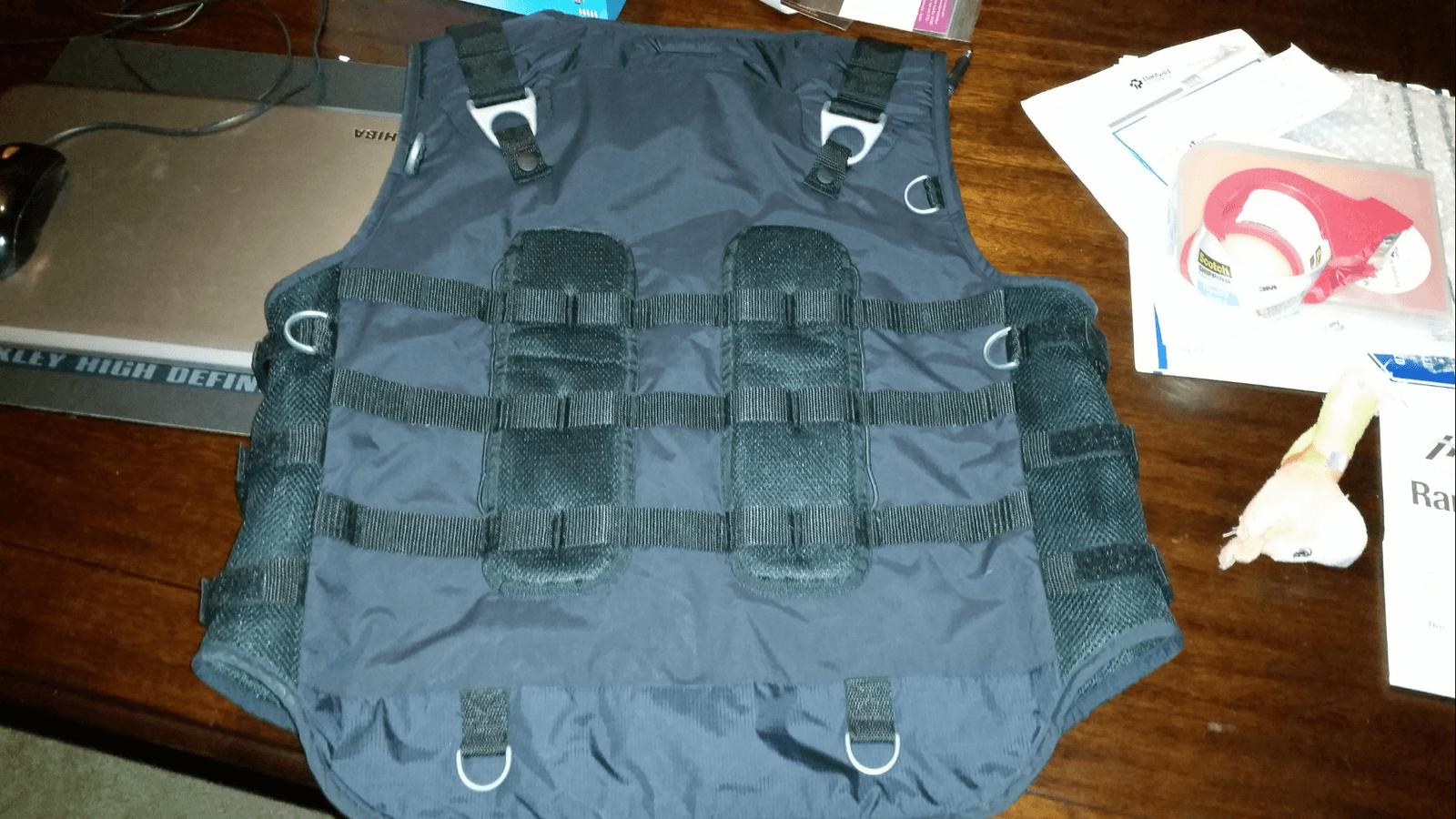 Oakley Ap vest XL - uploadfromtaptalk1429908061026.png