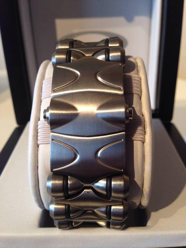 Minute Machine Titanium/Black Dial. - utuqa5e2.jpg