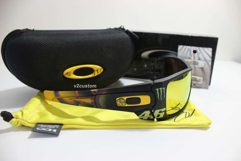 V2oak's 13th DIY: Custom Valentino Rossi inspired Batwolf - vr_46%2010_zpsburecqa7.jpg