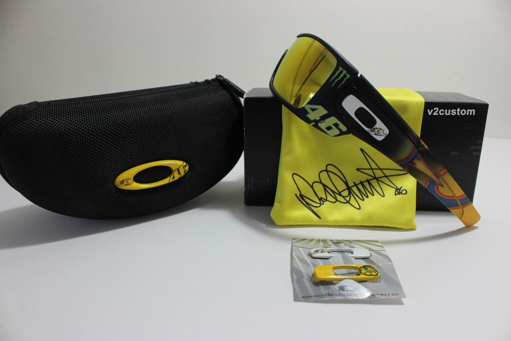 V2oak's 13th DIY: Custom Valentino Rossi inspired Batwolf - vr_46%2011_zpsesddzztj.jpg