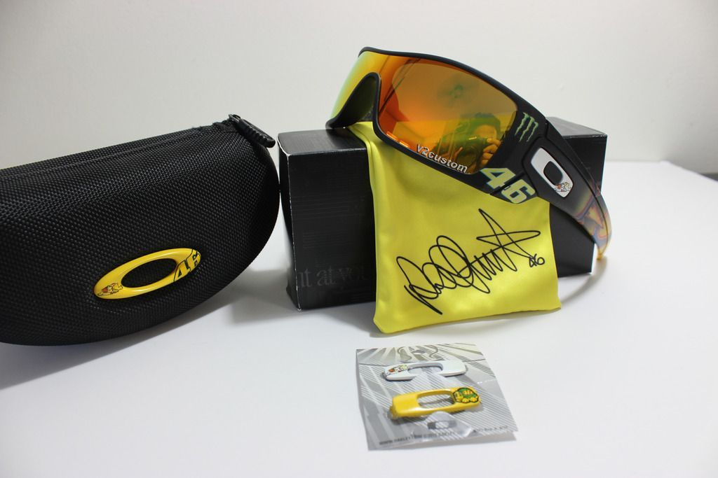 V2oak's 13th DIY: Custom Valentino Rossi inspired Batwolf - vr_46%2012_zps1ogtzqtb.jpg