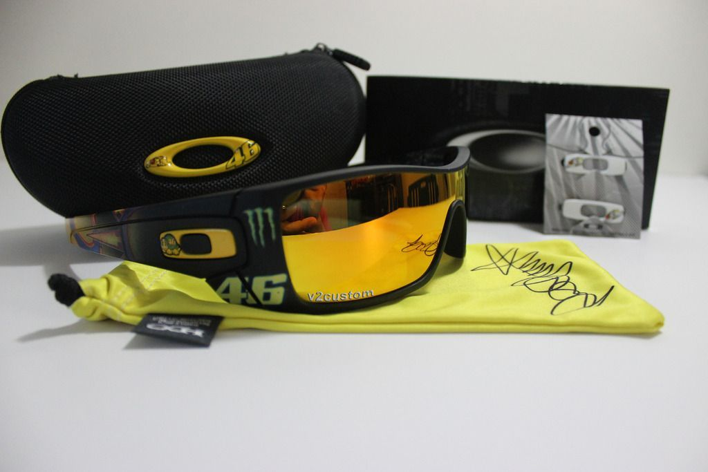 V2oak's 13th DIY: Custom Valentino Rossi inspired Batwolf - vr_46%209_zpsdobqb4k9.jpg