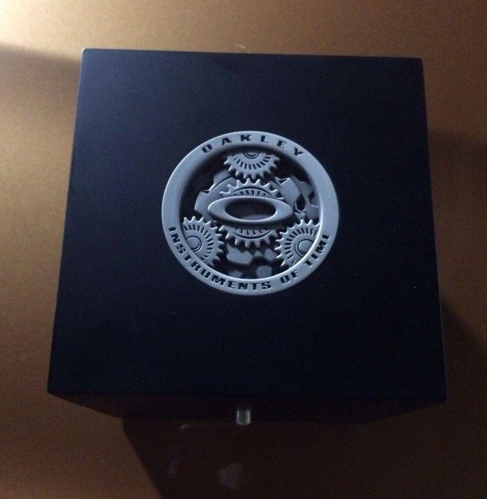 Oakley Watch Box / Display Box / Case - y8upu2a4.jpg