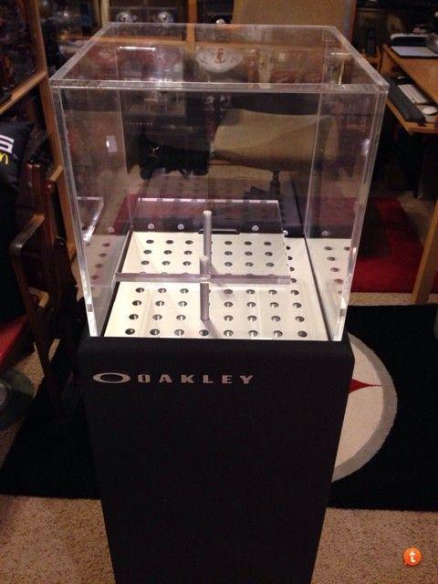 Which Oakley Case Is This?? - ysesa8av.jpg